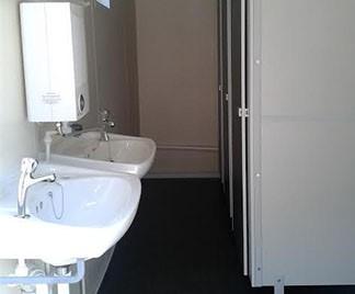 portable-toilet-unit-by-flintham