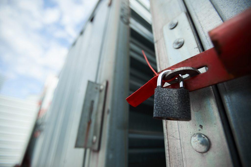 Closed cargo container